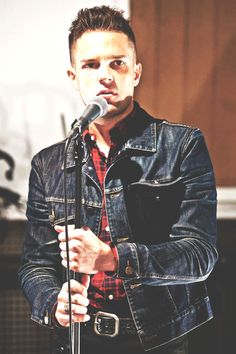 Brandon Flowers: lead singer of the killers, also Mormon. Kinds Of Music, My Music, Brandon Flowers, The Killers, Rock Style, Music Lyrics, Cool Bands, Music Artists, The Man