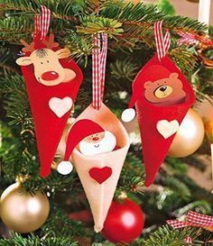 Classic Christmas tree decorations in red and white- This cute Christmas tree decoration with bear, moose and of course Santa Claus you can easily mak. Classic Christmas Decorations, Cute Christmas Tree, Christmas Ornament Crafts, Christmas Sewing, Felt Ornaments, Christmas Time, Christmas Crafts, Wonderful Things, Red Tree