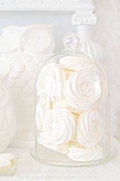 Winter *❄️~*.Wishes & Dreams.*~❄️* Meringue Roses in Apothecary Glass