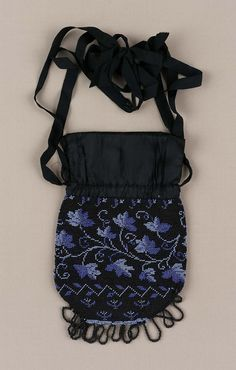First half 19th century, America - Bag - Glass bead and Silk knit, silk and leather and silk growgrain ribbon