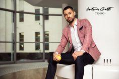 Ideale pentru anotimpul cald, sacourile din in din colectia  TEMPO sunt create  pentru a atrage atentia, intr-un mod subtil, asupra  barbatului care le poarta. Materialul rafinat din care sunt realizate , textura discreta si croiul elegant sunt o carte de vizita a gentlemanului care alege sa le poarte. Blazer, Cover, Casual, Jackets, Fashion, Down Jackets, Moda, Fashion Styles, Blazers