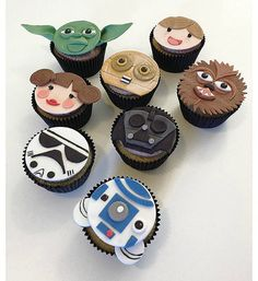 12 Star Wars edible fondant cupcake toppers. Birthday Party.