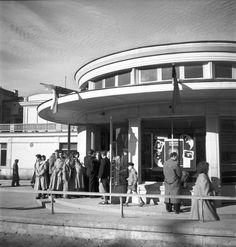 Zbyszko Siemaszko, kolejka do kina Stolica (ob. Iluzjon) przy ul. Narbutta, między 1955 a 1965, fot. ze zbiorów Narodowego Archiwum Cyfrowego (NAC) - photo 30