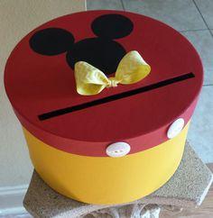 Boîte à cartes Mickey Mouse parfait pour une fête par JayLeeDesign