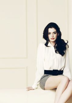 Anne Hathaway uploaded by on We Heart It Anne Hathaway, Anne Jacqueline Hathaway, Cool Skin Tone, Good Skin, Pretty People, Beautiful People, Simply Beautiful, Meryl Streep, Look Chic