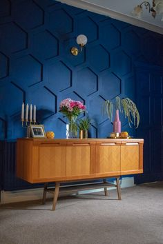 How to DIY a Hex Panelled Wall - navy blue - Boho & Midcentury modern home decor Modern Wall Paneling, Wall Panelling, Paneling Ideas, Paneling Walls, Painted Wall Paneling, Wall Pannels, Painting Paneling, Modern Wall Paint, Estilo Interior