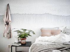 Beautiful Bedroom by Mi armario en ruinas Bedroom Inspo, Home Bedroom, Bedroom Decor, Ombre Wallpapers, Messy Bed, Watercolor Walls, Pink Pillows, Winter House, Design Shop
