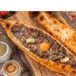 Kolay Islak Kek Tarifi   Tatlılar Mashed Potatoes, Ethnic Recipes, Food, Whipped Potatoes, Smash Potatoes, Essen, Meals, Yemek, Eten