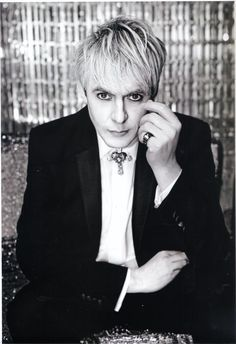 Nick Rhodes a beauty. And best skin ever. Did he sell his soul to The Devils? John Taylor, Roger Taylor, Nick Rhodes, Simon Le Bon, Great Bands, Cool Bands, Birmingham, Respect Your Elders, Fab Five
