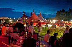32. Zelt-Musik-Festival 2014 -. Da erwacht die Vorfreude auf den Sommer und auf das 32. Freiburger Zelt-Musik-Festival.120.000 Zelt-Liebhaber, Musik-Fans und Festival-Freunde werden wieder zusammen vor den Toren Freiburgs zwischen grünen Hügeln in Nachbarschaft zum Tiergehege und Naturerlebnispark Mundenhof feiern.