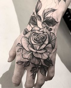 25 Male Tattoos on the Hands to Inspire - Photos and Tattoos , Tattoos Masculinas, Paar Tattoos, Finger Tattoos, Body Art Tattoos, Small Tattoos, Sleeve Tattoos, Male Hand Tattoos, Hand Tattoos For Guys, Rose Hand Tattoo