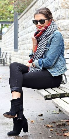 Cute and cosy! This black and white houndstooth scarf is lined with red tartan, need one of these in my life.