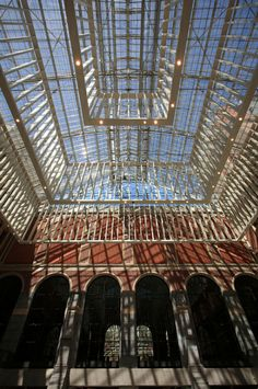 Rijksmuseum, Amsterdam  Prachtige glazen koepel in de centrale hal. Het glas is goed beveiligd!!