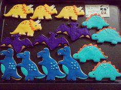 Dos docenas de dinosaurios enviadas por correo la semana pasada. #mycookiecreations ❤☺🍪😋 #dinosaurs #cookies #dinosaurscookies
