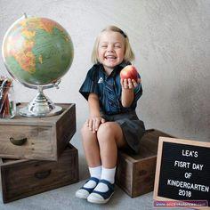 Preschool Photo Ideas, Preschool Pictures, 1st Day Of School Pictures, School Photos, Preschool First Day, Kindergarten First Day, Daycare School, Toddler School, Preschool Photography