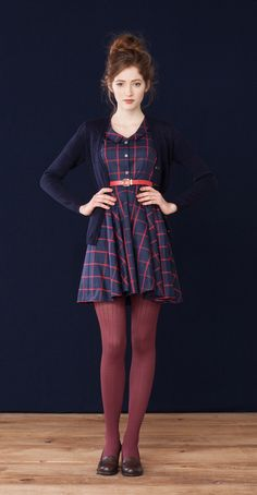 Pasty · Oeko-Tex cotton dress Florence Navy · Merino wool cardigan Betina Lou Fall-Winter Get rid of the belt and this outfit is perfect Mode Outfits, Fall Outfits, Plaid Outfits, Looks Style, Style Me, Classic Style, Look Fashion, Womens Fashion, Fashion Styles