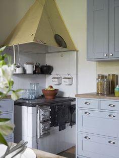 Umpipuun keittiöt taas ovat nimensä mukaisesti alusta loppuun puurunkoisia, pidän paljon myös esimerkkikeittiön ylös asti yltävistä korkeista yläkaapeista.
