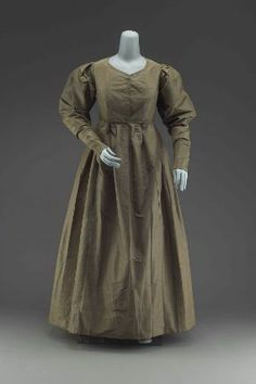 Quaker's dress of gray taffeta  American, About 1825  USA  DIMENSIONS  129.5 x 81.3 cm (51 x 32 in.)  MEDIUM OR TECHNIQUE  Silk taffeta, silk sleeve lining, and glazed linen inner bodice