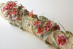 roll of flowers with orchids Modern Floral Arrangements, Creative Flower Arrangements, Flower Centerpieces, Deco Floral, Arte Floral, Floral Design, Ikebana, Hotel Flowers, Corporate Flowers