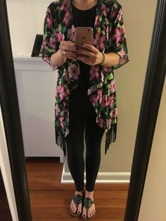 Take a look at the best summer outfits with black leggings in the photos below… Cute Dress Outfits, Kimono Outfit, Mom Outfits, Denim Outfit, Cute Summer Outfits, Kimono Fashion, Casual Outfits, Fall Outfits, Chrissy Teigen Dress
