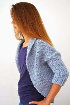 Since double-knit patterns are so hard to find, when I find one I have to share! here is a wonderfully simple-to-make shrug that you can double-knit loom. Shrug Knitting Pattern, Knit Shrug, Easy Knitting Patterns, Knitting Designs, Free Knitting, Knitting Basics, Loom Knitting Projects, Double Knitting, Gilet Crochet