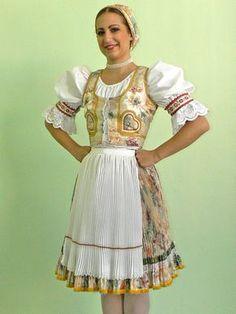 Typický zemplínsky kroj z oblasti Zámutova / typical costume from Zemplin region - area Zamutova, Slovakia
