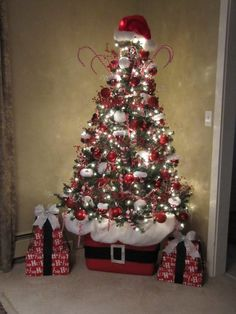 wrap a rubbermaid container to make the base for this Santa themed tree