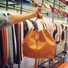 La elegida del día de hoy Nos parece Di-vi-na! #LasPepas #Cartera #Moda #Compras #Shopping #PalmasDelPilar