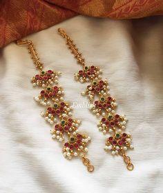 Jewelry Design Earrings, Gold Earrings Designs, Designer Earrings, Fancy Jewellery, Gold Jewellery Design, Ear Chain, Indian Jewelry Sets, Gold Jewelry Simple, Bridal Jewelry