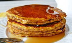 Whole Wheat Pumpkin Pancakes - the best healthy way to use up your leftover pumpkin puree! Paleo Pumpkin Pancakes, Pancakes And Waffles, Fluffy Pancakes, Coconut Pancakes, Coconut Flour, Almond Milk, Pumpkin Recipes, Fall Recipes, Diet Recipes