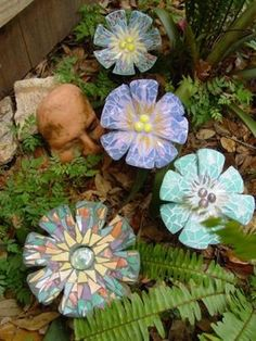 Mosaic flowers. These are seriously cool - Gardening For You