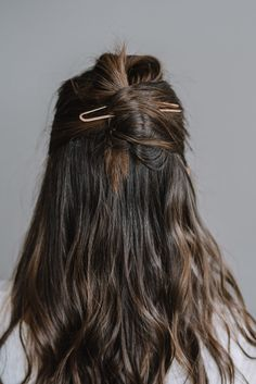 Dec 2019 - Short, medium, or long length hair benefit from style updates. A french hair pin is just the trick! Easy on the hair and easier to use, it is a must-have! My Hairstyle, Messy Hairstyles, Pretty Hairstyles, Hairstyle Ideas, French Hairstyles, Toddler Hairstyles, Natural Hairstyles, Wedding Hairstyles, Long Length Hair