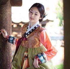 한복 Hanbok : Korean traditional clothes[dress] | #ModernHanbok Korean Traditional Dress, Traditional Fashion, Traditional Looks, Traditional Dresses, Oriental Fashion, Asian Fashion, Orientation Outfit, Korea Dress, Modern Hanbok