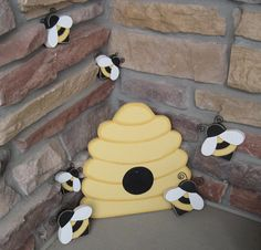 BEE HIVE and BEES for home decor, bee themed decor, and girl room decor honey favor table decor Bee Crafts, Wood Crafts, Bee Hive Plans, Bee Boxes, Bee Theme, Bees Knees, Girl Room, Room Decor, Beekeeping