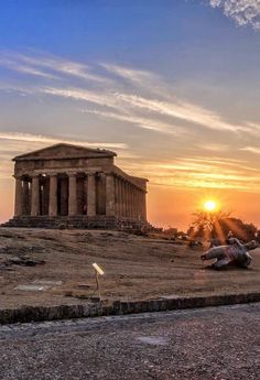 Sunrise Pictures, Night Pictures, Hiding Places, Places To See, Miles To Go, Amazing Buildings, Grand Tour, Ancient Greece, Spain Travel