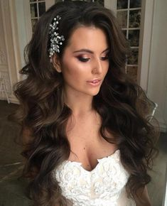 12 Long Mermaid Waves Wedding hairstyles for long hair are fairly simple for women who sport healthy lengthy locks. For thick extra long hair try a wavy hairstyle mermaid waves with an elegant hair piece and voluminous side bangs. Long Hair Wedding Styles, Wedding Hair Down, Wedding Hair And Makeup, Short Hair Styles, Trendy Wedding, Bride Makeup, Curly Hair For Wedding, Wedding Hair Curls, Wedding Ideas