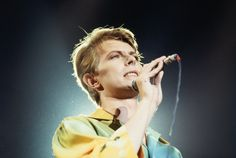 David Bowie: An oddly beautiful life in photos More than 40 years of a man who seemed like he was from another planet. http://mashable.com/2016/01/11/david-bowie-life-in-photos/#sGbmdGPoukqr