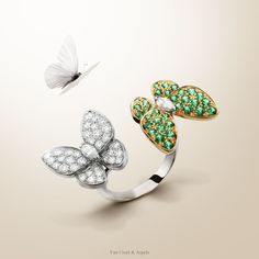 The Two Butterfly collection takes on an air of spring including new creations sets with tsavorite garnets that combine freshness and sparkle. Find out more.