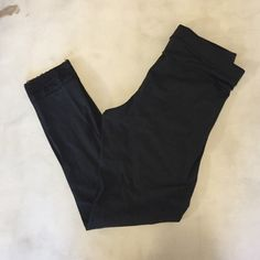 VICTORIAS SECRET PINK LEGGING All black Victoria's Secret legging with lace trim at bottom of legs. Great condition only worn once!! PINK Victoria's Secret Pants Leggings