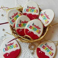 Давно не было киндеров.  . . Очень важный вопрос. Кто знает, как стать добрее? . . . . #имбирноепеченье #имбирныепряники #пряники #пряникивмоскве #пряникиназаказ  #подарокгостям #айсинг  #ручнаяработа #киндер #яйцо #дети #сюрприз