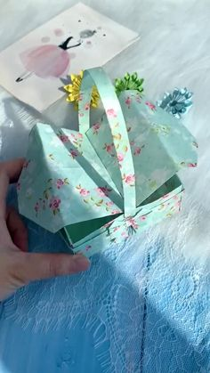 Diy Crafts Hacks, Diy Crafts For Gifts, Creative Crafts, Fun Crafts, Paper Crafts Origami, Paper Crafts For Kids, Instruções Origami, Oragami, Gift Wrapping