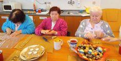 Terapie zahrnuje pečení cukroví, výrobu svícnů i zdobení stromečku