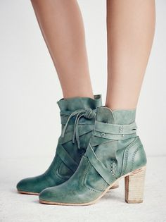 Srta-Pepis- Green boots!