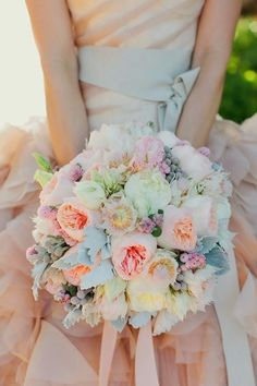 bridal bouquet; Photography: Swoon by Katie via Exquisite Weddings Magazine