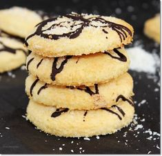 Duplán kókuszos keksz. | Gizi-receptjei. Várok mindenkit. | Bloglovin' Crunches, Dessert Recipes, Desserts, Chocolate, Macaroons, Nutella, Biscuits, Sweet Tooth, Food Photography