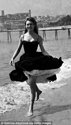 Brigitte Bardot 1953 - Style Swoon: FEMAIL reveals the fashions we're loving   Daily Mail Online