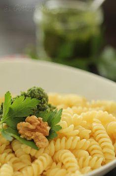 Gustostückerl Pesto, Ethnic Recipes, Sweet, Food, Pies, Cakes, Parsley, Meal, Essen