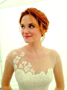 Sarah Drew. Greys Anatomy, I'm in love with the wedding dress