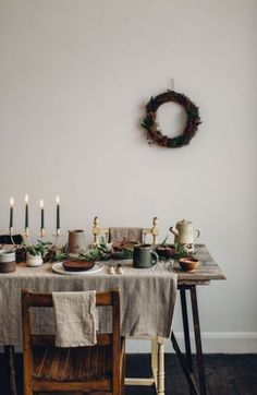 Beautiful Sustainable and Ethical Products for the Home and Lifestyle Creating a rustic handmade Christmas table The Kinfolk Table, Deco Table Noel, Deco Nature, Decoration Table, Christmas Inspiration, Dinner Table, Home Design, Interior Design, Handmade Christmas