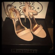 Steve Madden nude strappy heel Steve Madden nude strappy heel size 7 in great condition only used a few times goes great with any outfit Steve Madden Shoes Heels